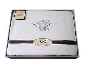日本性シルク毛布刺繍入り 1.4kg
