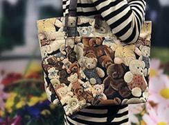 ベルトは片側フック式で、バッグやベルトなどに取り付けることが可能です。