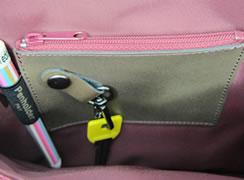 バッグ内側:小銭入れペン差し着脱式キーホルダー