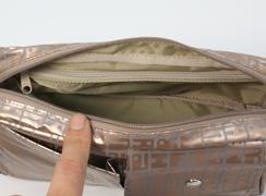 キキ2 ネオWポケットポシェットは内側にファスナー式ポケットがついていますので大事なものも無くしません