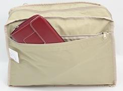 キキ2 クリ手トートMは内側:バッグ幅いっぱいのファスナー式ポケット。お財布などの貴重品を入れておくと安心
