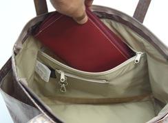 キキ2 サイドポケットトートは長財布も入るファスナー式内ポケット
