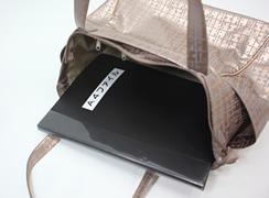 キキ2 サイドポケットトートのA4ファイルが入るので、ビジネスシーンでもご使用頂けます。