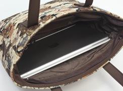 ミニテディ 角バケットは内側には、タブレットを横にして入れるこことができる幅があります。(写真はipadair)