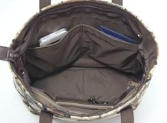 ミニテディ 角バケットは内オープンポケットには、スマートフォンなどを入れることができます