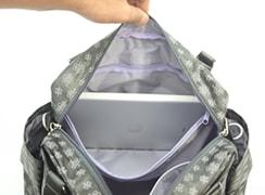 内側ファスナーポケットは、バッグの幅いっぱいに開く事ができます。
