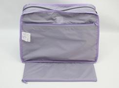 内側ファスナーポケットは、バッグの幅いっぱいに開く事ができます。(裏返して解りやすく)