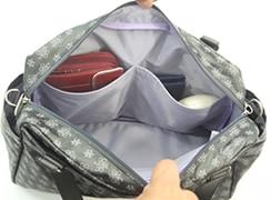 内側オープンポケット×2には、横長財布や、めがねケースなど縦長のものを入れるのに便利。