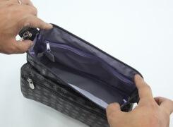 メインファスナーは本体幅より長く、口元が大きく開きますので、お荷物の出し入れにストレスを感じません