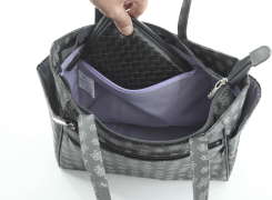 内ファスナーポケットには財布を入れておけば安心