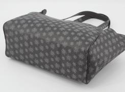 コンパクトなバッグなので底鋲はありません。