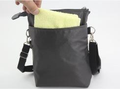 身体面のオープンポケットは、ハンカチやティッシュを入れておくと便利。