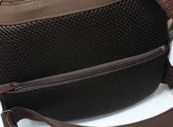背面素材は、通気性に優れたダブルラッセルメッシュ仕様