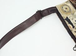 ショルダー紐は立ち上がり約34cm〜63cmまで調整可能