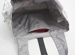 トレゾールモノ ネオラビパック は内側オープンポケットは折り財布が入るサイズ感