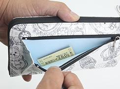外ファスナーポケットは、切符や小銭などすぐに使いたいものを入れておくのに便利