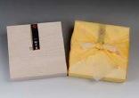 木箱入り風呂敷包み