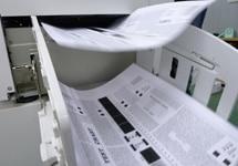 中古印刷機の印字品質の検品・整備の様子