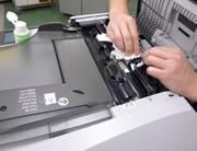 中古コピー機の整備風景