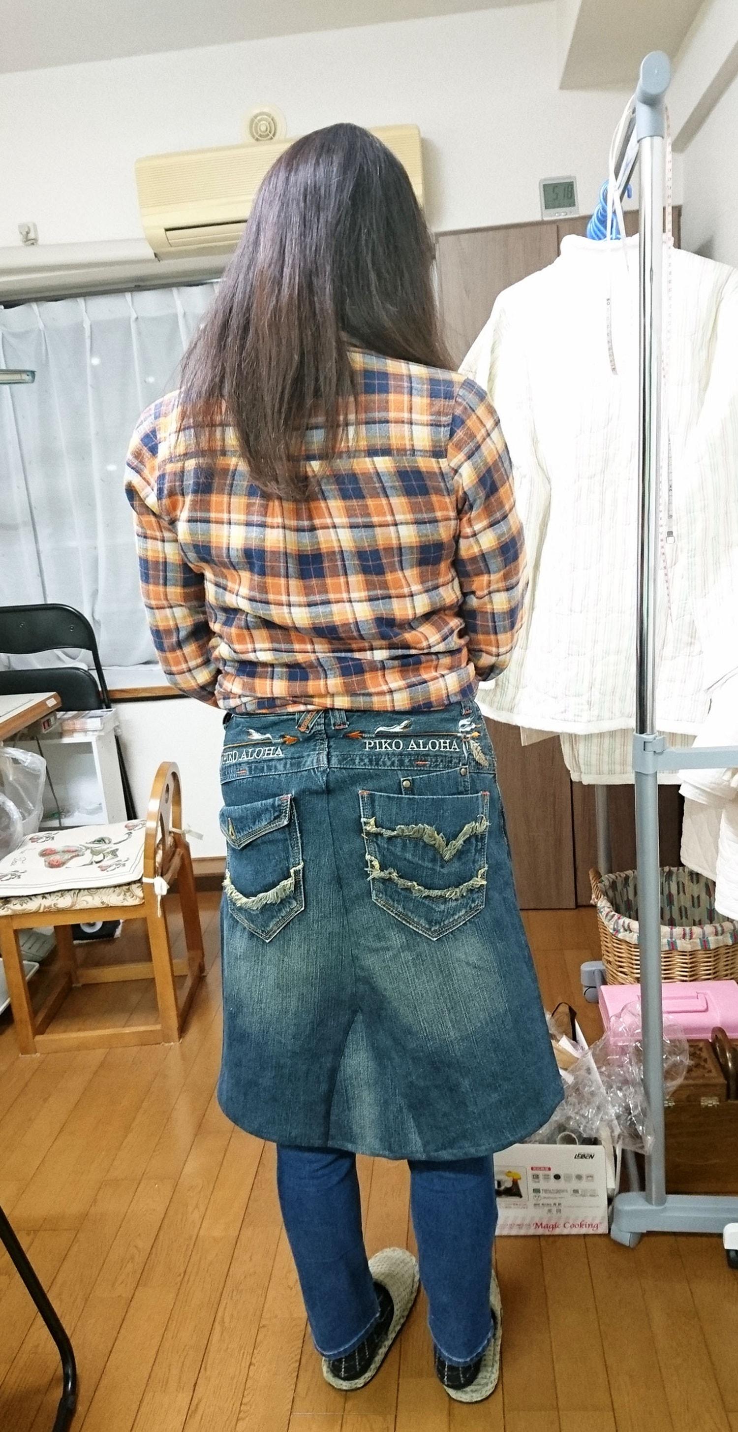 後ろの刺繍、ポケットが素敵!