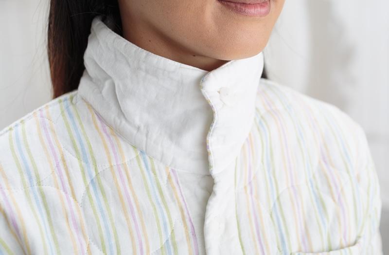 パシーマ商品の特徴 衿元のボタンを閉めたり立てたりで保温効果バツグン