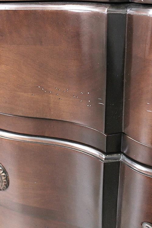 椅子のキズに見える例2