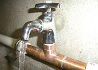 銅配管の水道画像