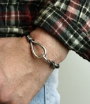 SINGLE LEATHER HOOK BRACELET Silver / black