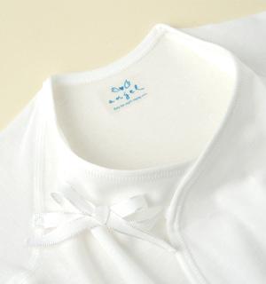 襟ぐりは、新生児サイズにあわせています。