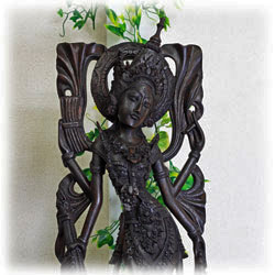 木彫りの彫刻の画像