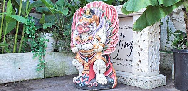 バリ島のガルーダ像