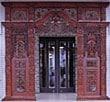 バリ島の彫刻玄関グビヨック