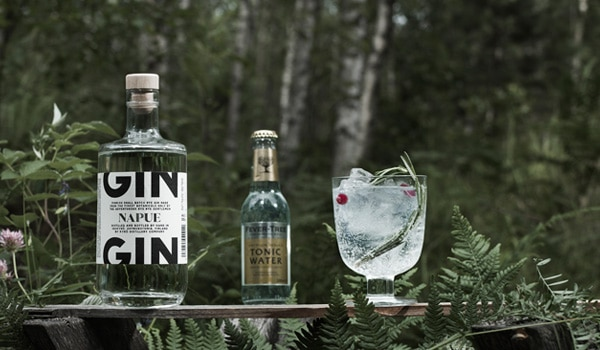 キュロ ナプエ フィンランド ジンは、フィンランドの17種類の天然素材から作られる。