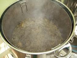 蒸留後、ひのき原料は10%減少
