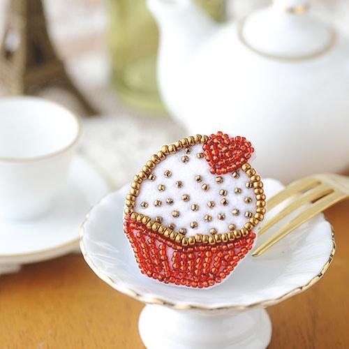 ビーズ刺繍で作るプチガトー ハート