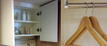 ハンガーパイプ付き洗濯機上吊戸棚
