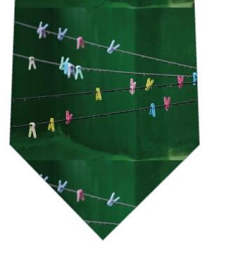 雨の日洗濯バサミネクタイの写真