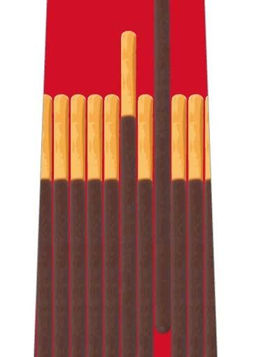 チョコ菓子並んだネクタイ(赤)の写真