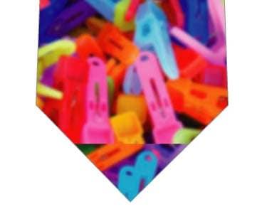 クリップがいっぱいネクタイの写真