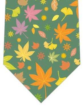 カラフルな落葉ネクタイ(深緑)の写真