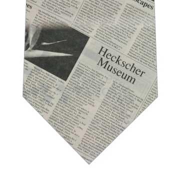 英字新聞ネクタイの写真