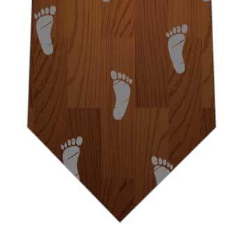 フローリングの足跡ネクタイの写真