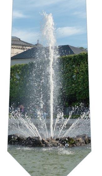 噴水ネクタイの写真