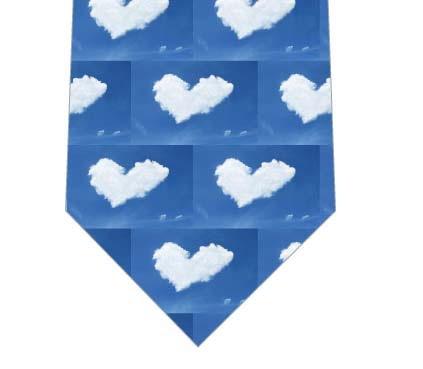 ハートの雲ネクタイの写真