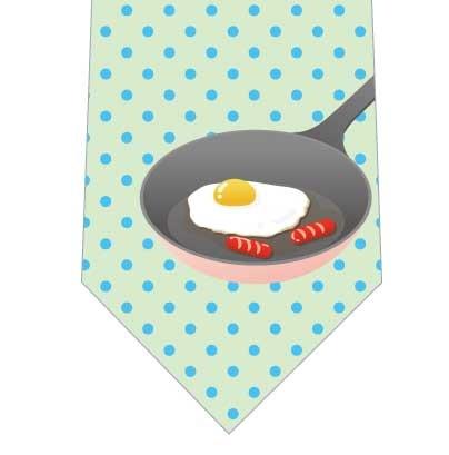 フライパンの上の目玉焼きネクタイの写真