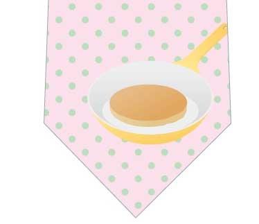 フライパンの上のパンケーキネクタイの写真