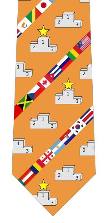 表彰台と国旗ネクタイ(オレンジ)の写真