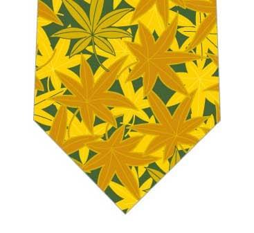 いっぱいの楓ネクタイ(緑)の写真