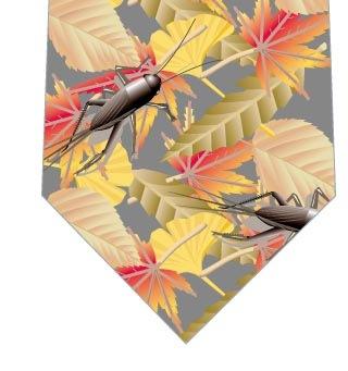 枯葉とコオロギネクタイ(グレー)の写真