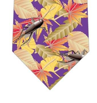 枯葉とコオロギネクタイ(紫)の写真
